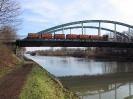 2005-02-05 Zug auf der Kanalbrücke.